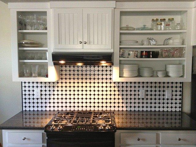Kitchen backsplash with design